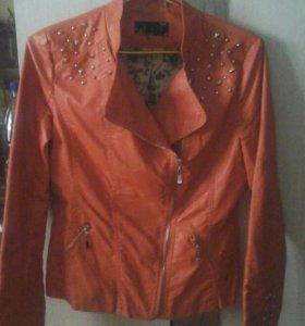 молодежная кожанная куртка