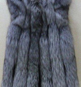 Меховая жилетка с кожаными вставками