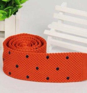 Новый вязанный галстук красный в черный горошек