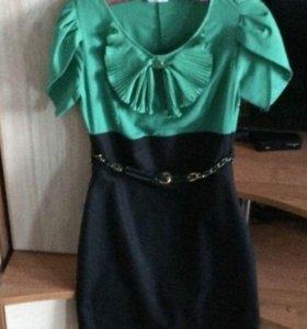 Чёрно-зелёное платье