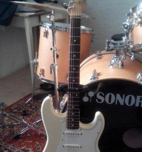 Fender stratocaster Japan  (все внутренности USA)