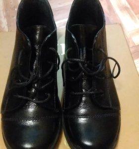 Ботинки из кожи 34размер