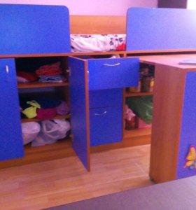 Кровать детская со столом и шкафом