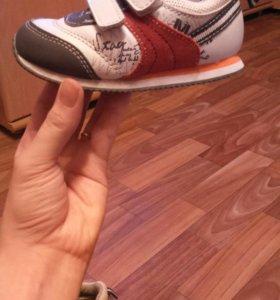 Детские кроссовки 22 размер