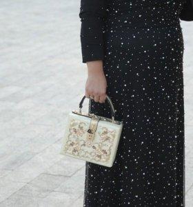 Платье по фигуре шикарное на прокат