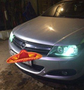Комплект передних фар для Opel Astra H