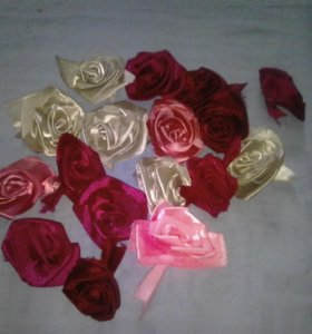 Розы из лент большие
