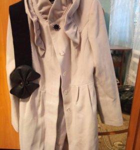 Кремовое пальто
