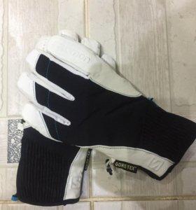 Перчатки  Salomon с кожаными вставками
