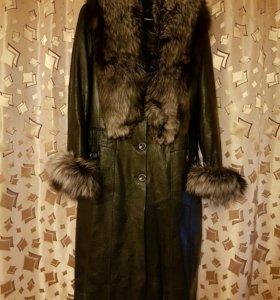 Чёрное кожанное пальто
