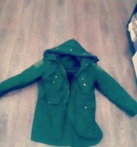 Модная и теплая курточка(с армии,не ношенная)парка