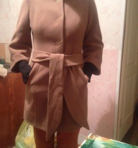 Продаю пальто осеннее, одевалось несколько раз!!