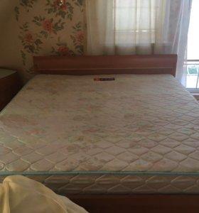 Кровать, трюмо с зеркалом и тумба