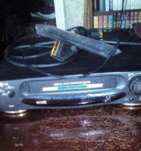 Видеомагнитофон  LG + 93 кассеты