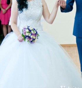 Свадебное платье с фатой до пола