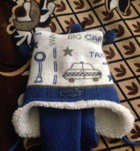Зимняя шапка  с шарфом примерно на 1 год