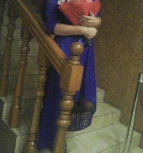 Платье гипюр со шлейфом.