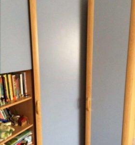 Гарнитур(угловой шкаф с полочками+комод)