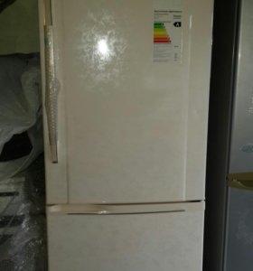Холодильник  Панасоник  новый  с гарантией 1 год.