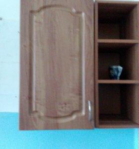 Шкаф нависной и две открытых полки.