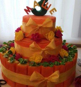 Торт из конфет и сока для детей