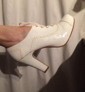 Туфли 41 размер высокий каблук белые