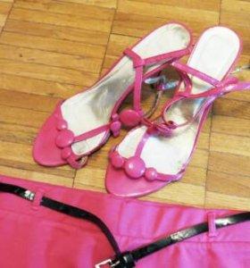 Розовые туфли босоножки
