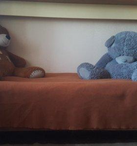 Односпальную кровать с матрацем.