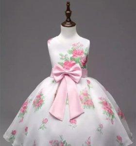 Платье атласное с цветами на рост 122-128 см