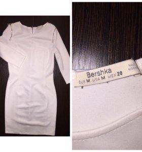 Белое платье Bershka