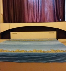 Кровать с тумбами, с ящиком для постельного.