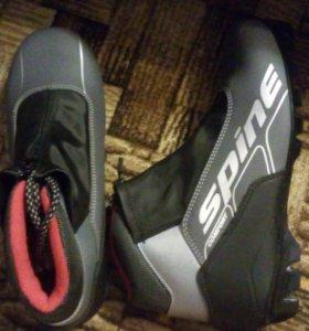 Лыжные ботинки + палки срочно