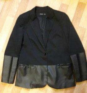 Трикотажный пиджак р.48-50