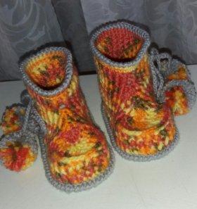 Пинетки вязанные ботинок с пампушками.