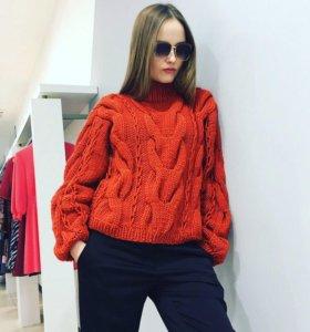 На Насте наш новый свитер ручной работы с красивым