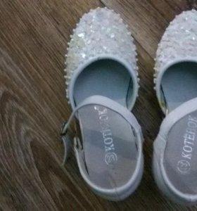 Туфельки праздничные на девочку
