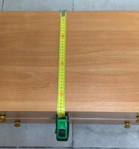 Комод с двумя выдвижными ящиками.