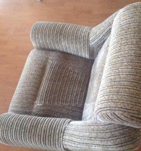 Кресло от набора мягкой мебели.