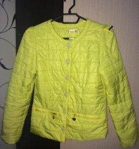 Куртка женская, тоненькая, как ветровка