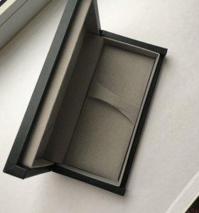 Упаковка подарка под часы или украшение