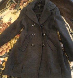 Продам Пальто 42-44 размер