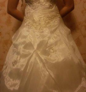 Свадебные платья.В наличии 12 моделек