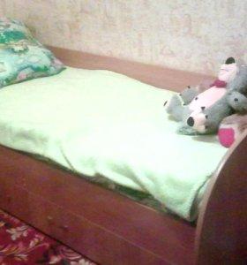 Кровать б/у шкаф