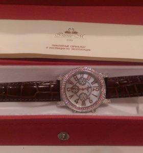 Часы InesseM с кристаллами Swarovski