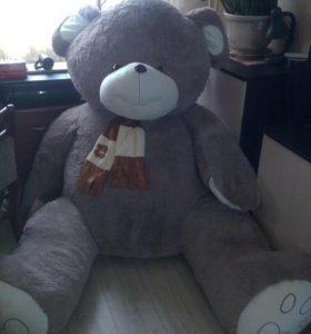 Медведь игрушка 2м10см как новый