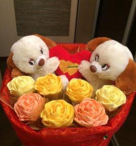 Букет из игрушек и цветов