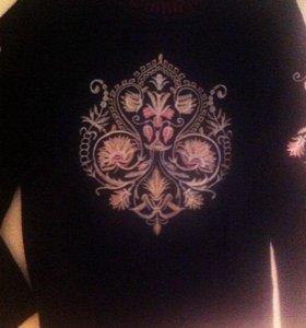 Теплый свитер с узором, в идеальном состоянии