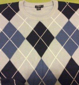 Голубой свитер в ромбик