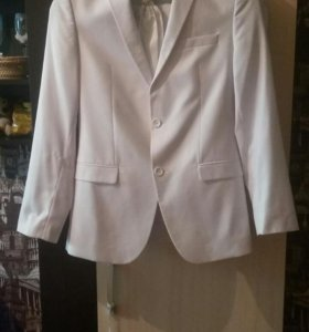 Мужской белый костюм