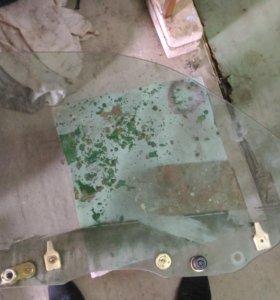 Стекло боковое на nissan laurel hc35